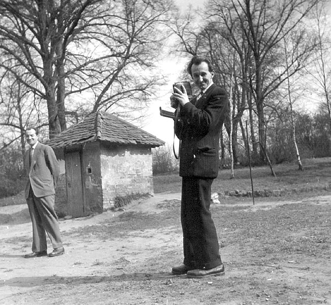 1957 bratri prochazkove u studny